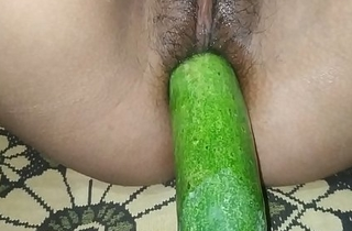 Desi indian kirti girl cumulate a cucumber inside her pussy