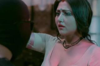 Indian Actress Mukherjee Demonstrates Boobs