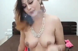 Beautiful Indian girl, ribbons the brush pussy!