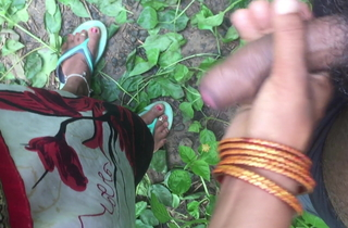 Desi girl handjob concerning jungle