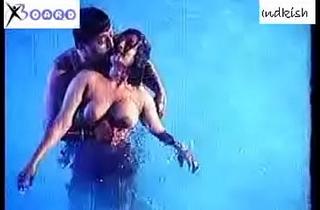 hot desi in swimming pool
