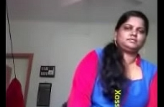 Glum Mallu Bhabhi Showing Her Big Boobs and Pussy To Lover