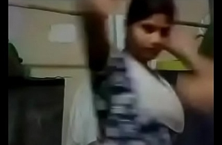 Indian Young Girl Showing Their way Boobs Freehdx   FreeHDxCom