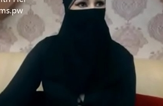 Indian Muslim girl prevalent hijab stand firm by chatting on webcam