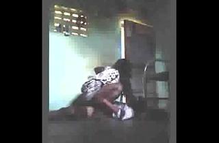 எவ்விட தேசத்துல பெண்குட்டிங்க தான் மேலே ஏறிச் செய்யும்