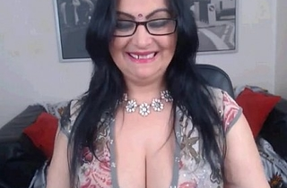 Sexy Indian Aunty With On the mark Cleavage - Spankbang.org