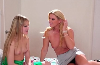 Mummy India Summer finger fucks stepdaughter Scarlett Sage