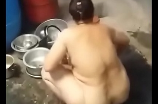 Indian chubby sexy Bhabi bathing hatless  hidecam mms oozed
