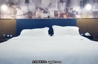 中国外围女援交暗拍直播-黄先生上场白衣丰满少妇,穿上情趣装扣逼近距离特写口交猛操